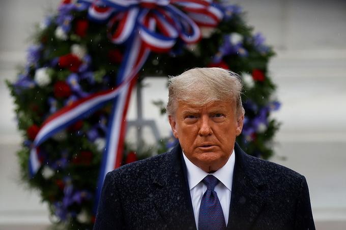 Ông Trump lần đầu xuất hiện trước công chúng sau cuộc bầu cử tranh cãi - 1