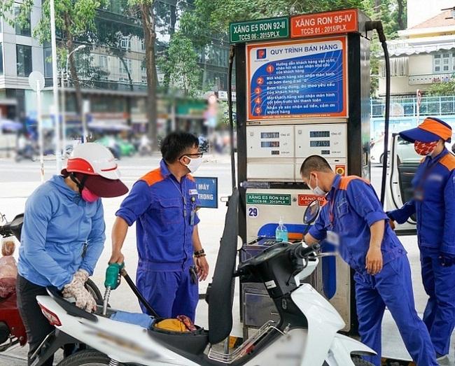 Đại gia kinh doanh xăng dầu Petrolimex lãi trăm tỷ đồng, PV Oil vẫn chưa thoát lỗ - 1