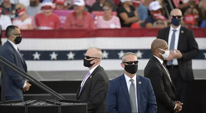 Nỗ lực bảo vệ ông Trump, 10% lực lượng mật vụ Mỹ nhiễm Covid-19 - 1
