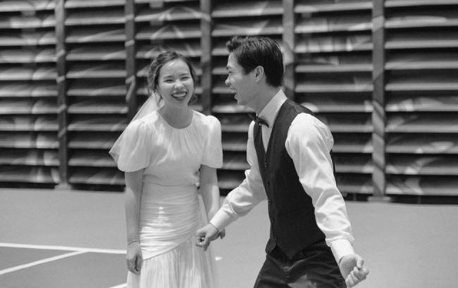 Đám cưới Công Phượng và bà xã Viên Minh tại Phú Quốc khiến cộng đồng mạng Việt nhộn nhịp chia sẻnhững hình ảnh tươi vui hạnh phúc.