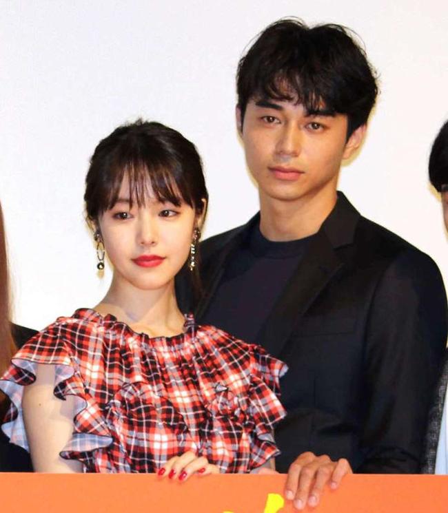 Sau sự việc, cả hai phải lên tiếng xin lỗi nhưng không được khán giả Nhật Bản chấp nhận. Tài tử sau đó đã quay về với vợ.