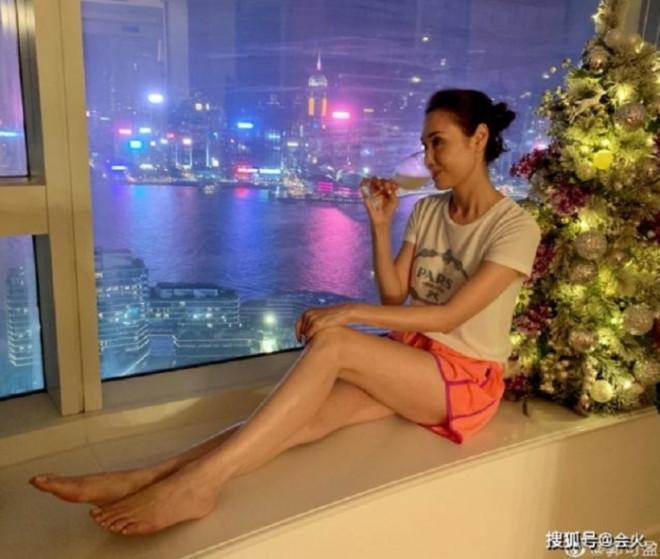 """""""Hoa đán TVB"""" Quách Khả Doanh giàu có, quyến rũ ở tuổi 51 - 1"""