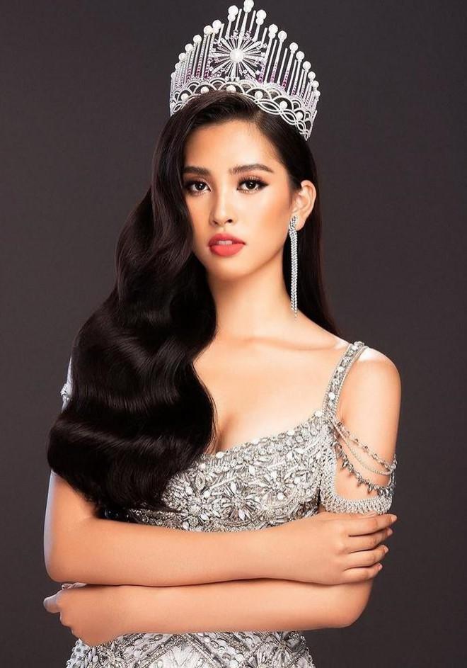 Hoa hậu Tiểu Vy chia sẻ trước giờ giao lại vương miện cho người kế nhiệm - 1