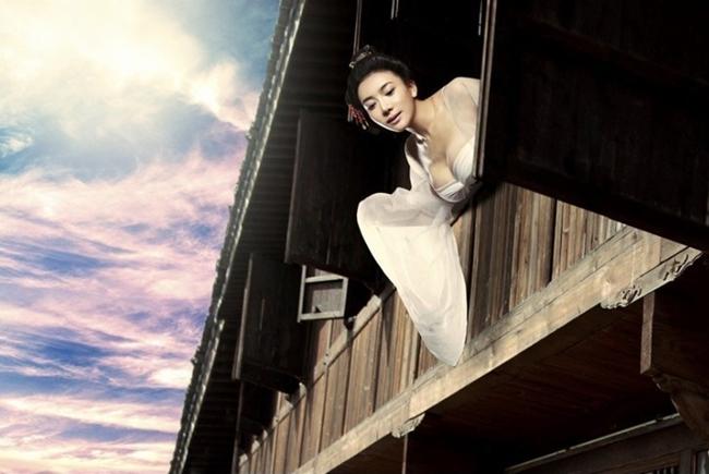 Theo thông tin trên Baidu, bộ phim bấm máy vào tháng 8.2013, được mô tả là phiên bản truyền tải đúng nội dung gốc trong nguyên tác tiểu thuyết. Khi đoàn phim vừa tung loạt ảnh nóng bỏng của nữ chính đã chấn động cư dân mạng.