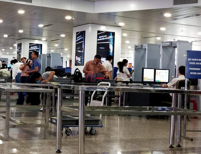 Cô gái trẻ dùng giấy tờ giả đi máy bay chặng Đà Nẵng - TP HCM - 1