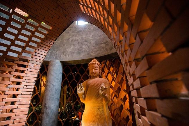 Hình thức mái vòm sẽ xuyên suốt vào bên trong tạo cho người nhìn cảm nhận được sự thống nhất về không gian.