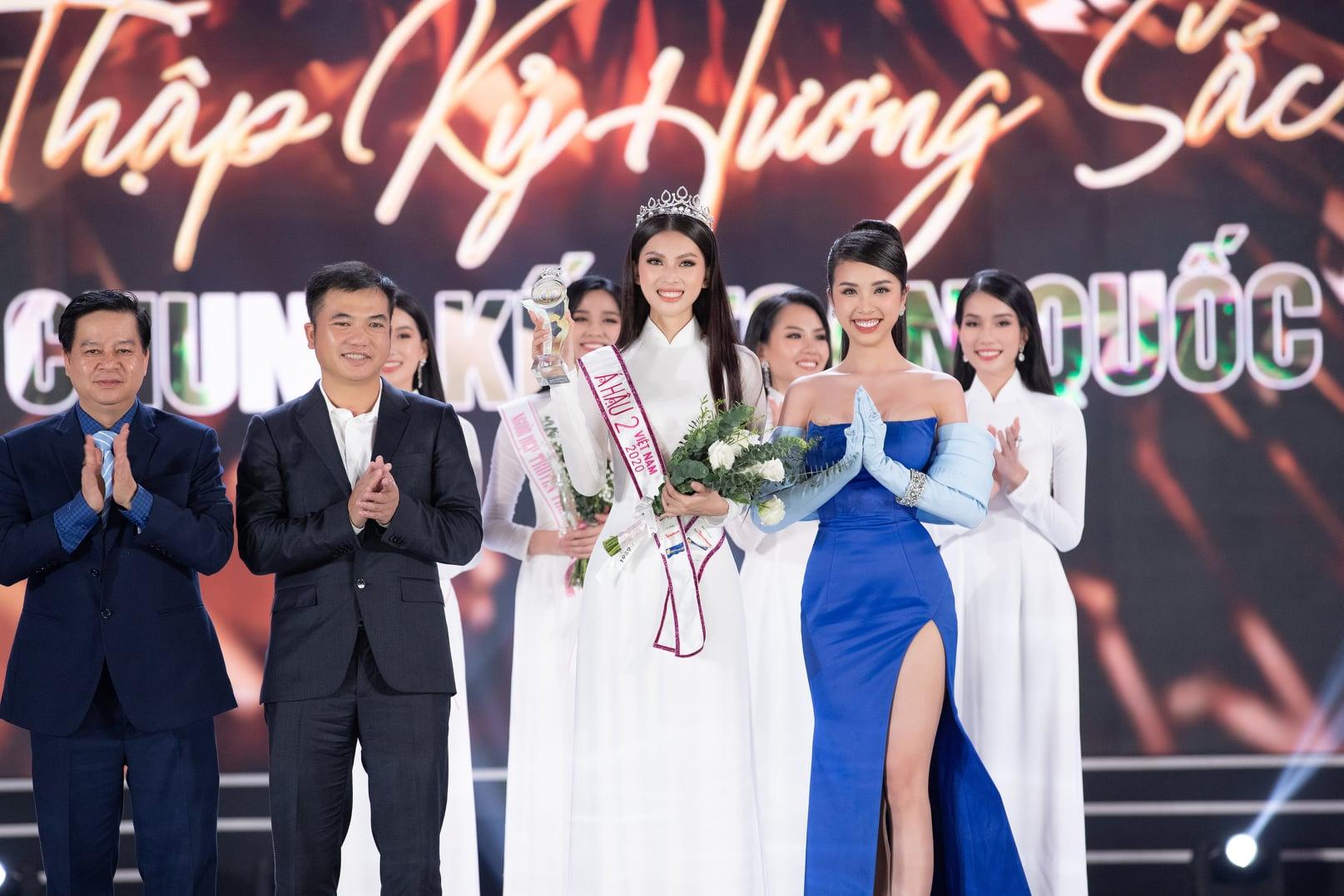 Người đẹp xứ Thanh có đôi chân 1m11 đăng quang Hoa hậu Việt Nam 2020 - 1
