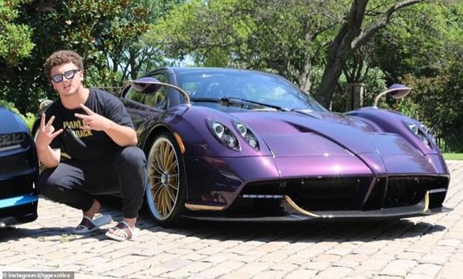 Trước đây, khi chưa xảy ra vụ tai nạn, có lần Gage Gillean đã chụp ảnh bên siêu xe màu tím này.