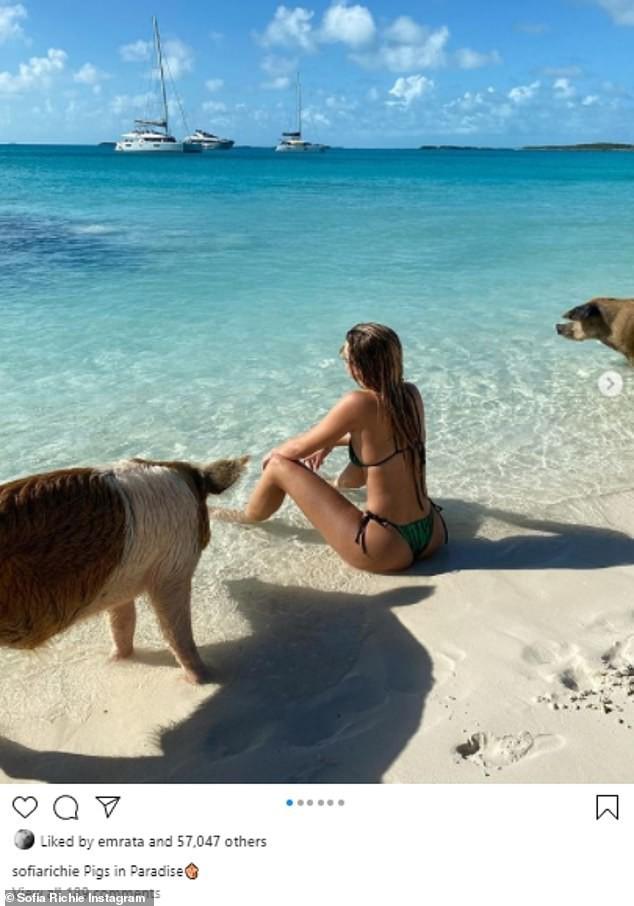 Sofia Richie mặc bikini khoe dáng cực nóng bỏng ở biển - 1