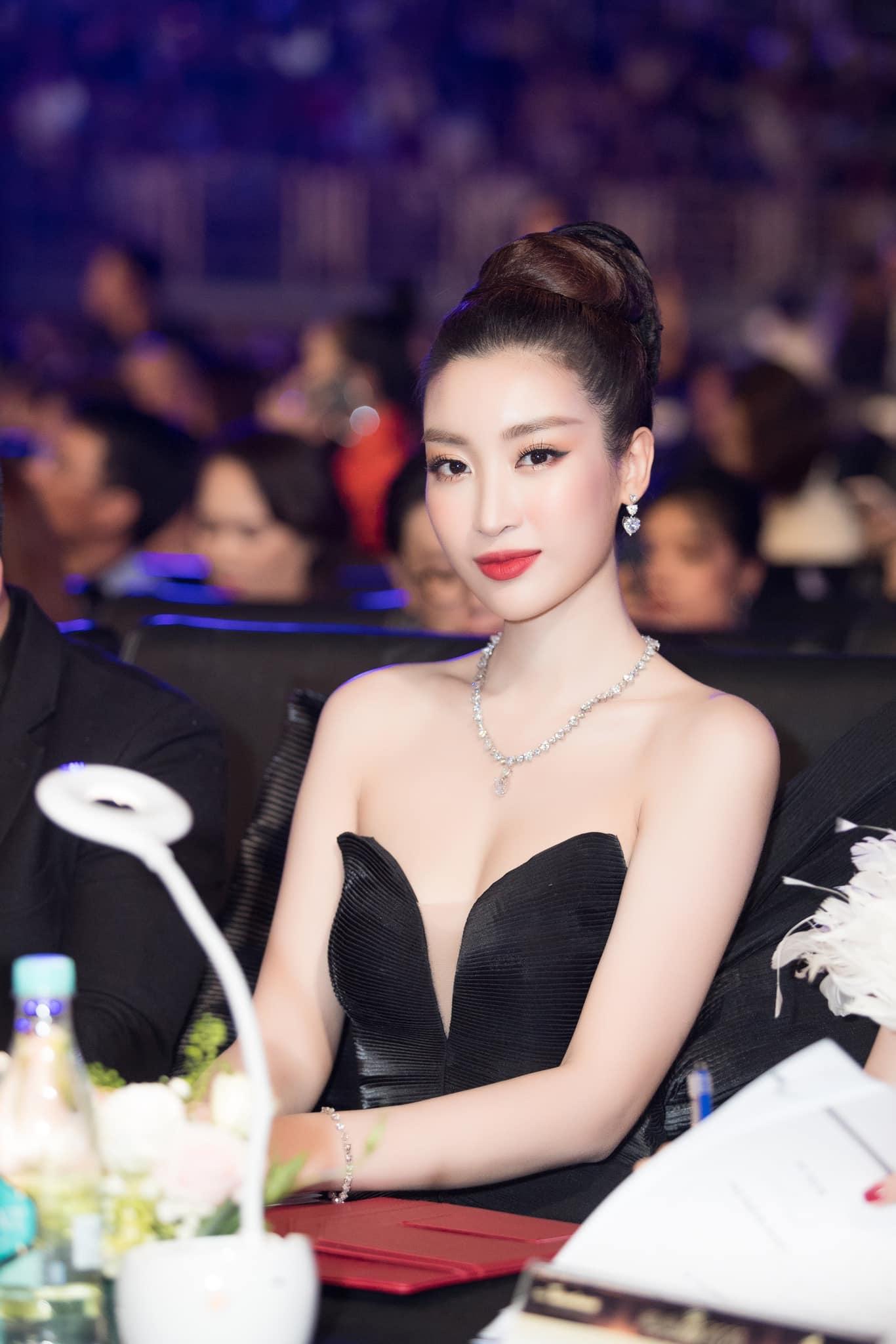 """Mặc váy hoành tráng trên sóng truyền hình, Đỗ Mỹ Linh sợ bị """"ghét"""" - 1"""