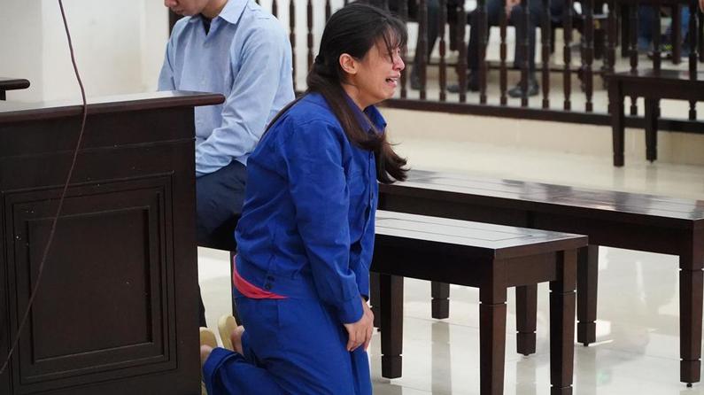 Cha dượng và mẹ đánh chết con gái 3 tuổi: Bước chân lạc lối và phiên tòa đẫm nước mắt - 19