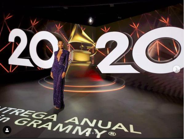 'Thiên thần' Lais Ribeiro khoe ngực đầy táo bạo tại giải Grammy Latin - 1