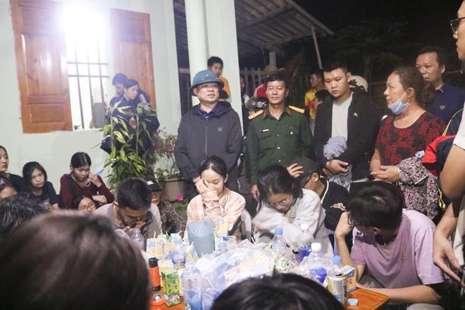 Đi dã ngoại, 27 học sinh bị lạc trong rừng - 1