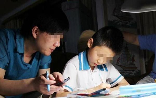 Học từ sáng tới 23h chưa được nghỉ, cậu bé xin mẹ ngủ 5 phút và mãi mãi không tỉnh dậy - 1