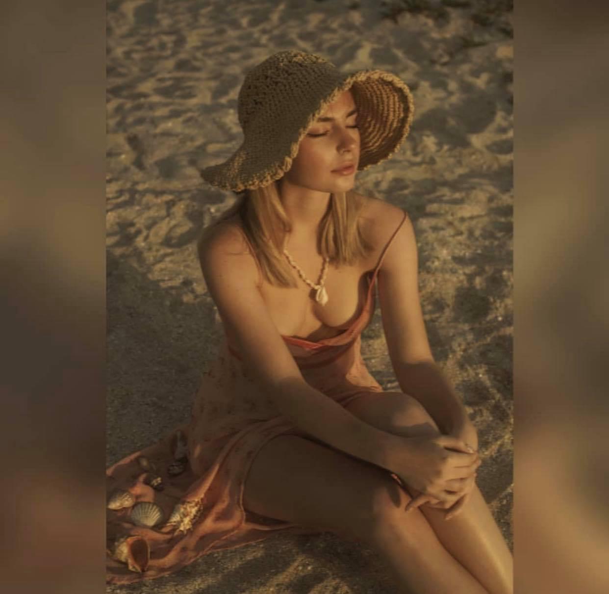 """2 thiếu nữ """"thả vòng 1 bên bờ biển"""" gây thương nhớ trong bộ ảnh """"Người đi nhặt vỏ sò"""" - 7"""