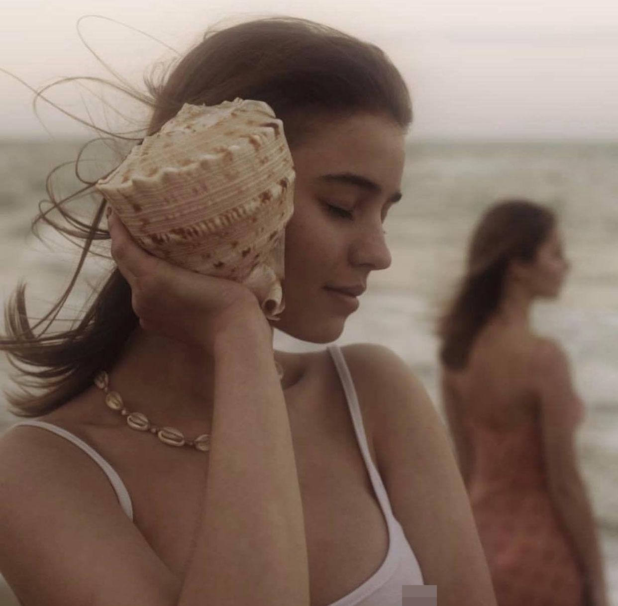 """2 thiếu nữ """"thả vòng 1 bên bờ biển"""" gây thương nhớ trong bộ ảnh """"Người đi nhặt vỏ sò"""" - 6"""
