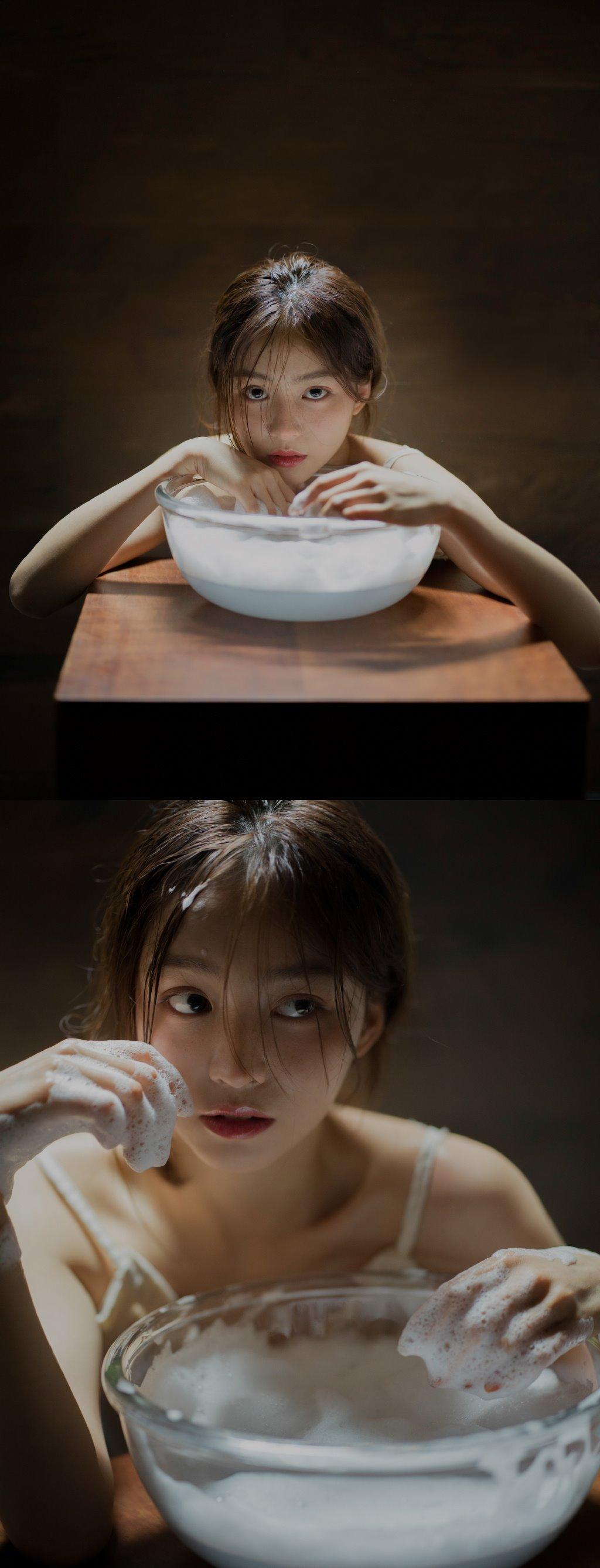"""Nàng mẫu Trung sở hữu 4 triệu fan nhờ bộ ảnh """"tắm gội"""" - 1"""
