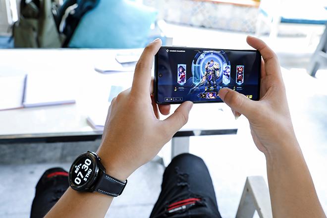 Thử thách pin 7000mAh trên Galaxy M51: Xem phim, chiến game xuyên ngày đêm - 1