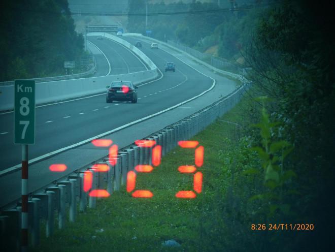 Tin tức 24h qua: Vội đi ăn cưới, tài xế BMW bị phạt 11 triệu đồng,tước giấy phép lái xe 3 tháng - 1