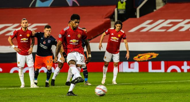 Tại sao Fernandes không đá penalty để ghi hat-trick khi MU thắng to? - 1