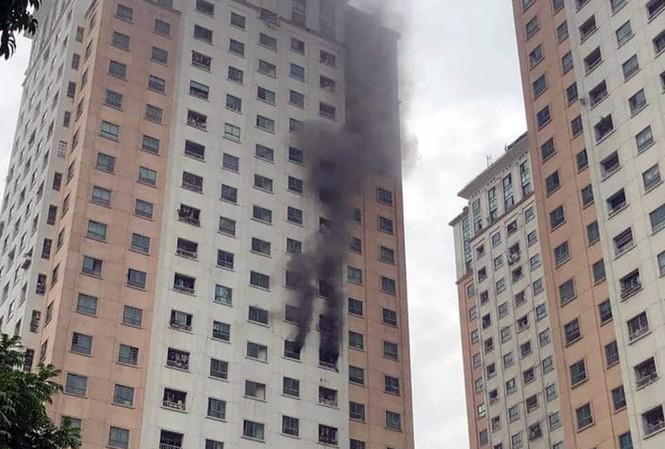 Cháy tại tầng 13 chung cư CT1 Xa La - 1