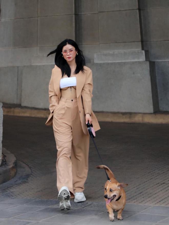 """Cô gái Việt bị xì xào vì mặc mốt hở chân ngực ra phố: """"Nói phản cảm mình chịu thua"""" - 1"""