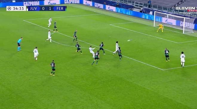 """Ronaldo san bằng kỷ lục của Messi, làm điều đặc biệt với đối thủ là fan """"cuồng"""" - 1"""