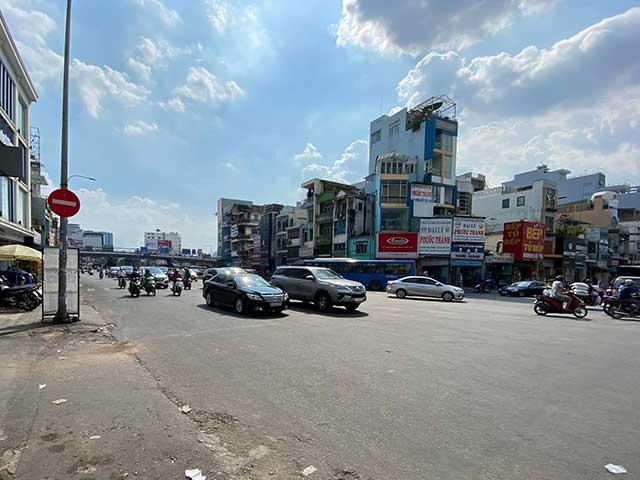 TP.HCM: Phạt 7 triệu, giam xe của đôi nam nữ đánh cảnh sát ở Hàng Xanh - 1