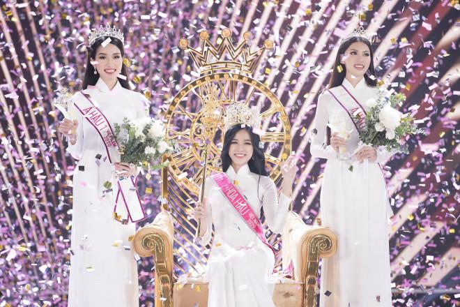 Hoa hậu Đỗ Thị Hà thường xuyên ra đồng cấy, gặt lúa phụ giúp gia đình - 1