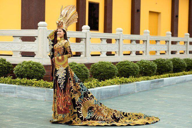 Soi bộ trang phục giúp Thái Thị Hoa giành giải phụ ở Miss Earth 2020 - 1