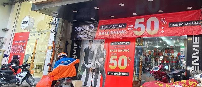 Black Friday: Động thái bất ngờ của người tiêu dùng khi các cửa hàng giảm giá 70% - 1