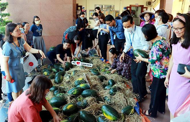 Giới trẻ thể hiện trách nhiệm xã hội thông qua việc ủng hộ nguồn nông sản Việt - 1