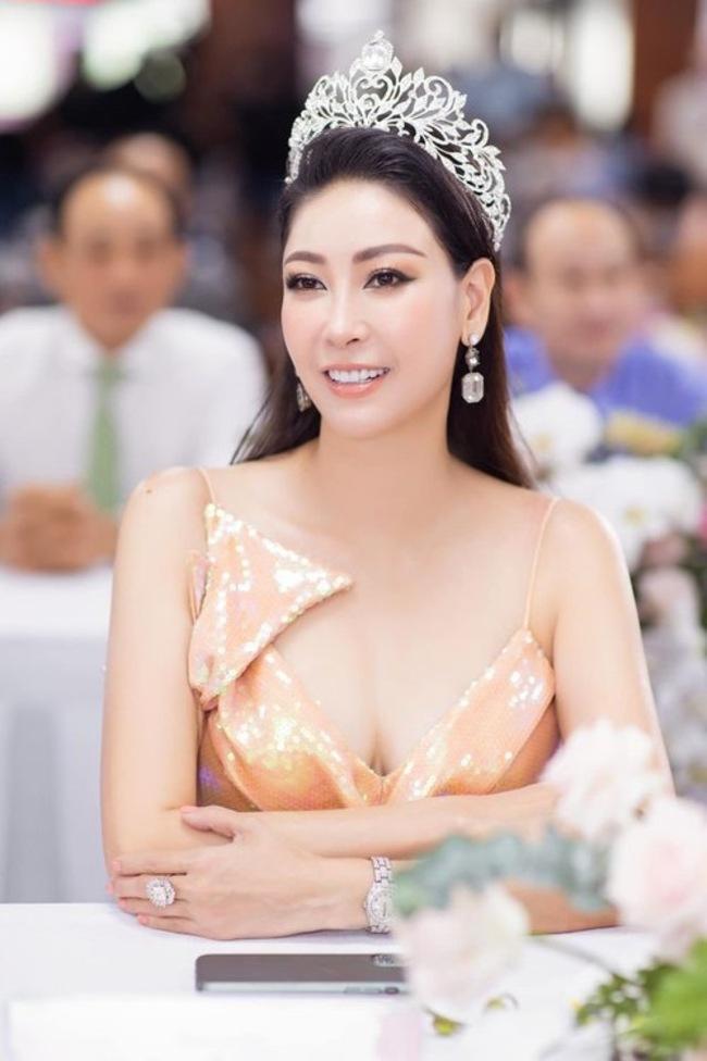 Ở tuổi 44, Hà Kiều Anh vẫn khiến người khác phải ngỡ ngàng vì dung mạo và sắc vóc quá đỗi ngọt ngào.