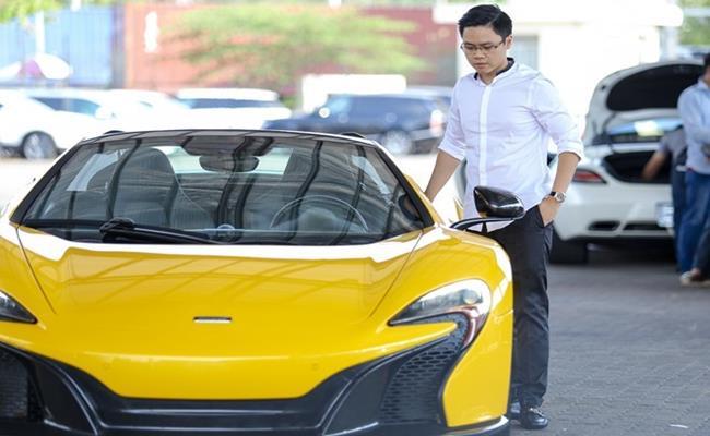 """Phan Thành là người thừa kế thứ nhất của ông chủ trung tâm thương mại Saigon Square tại TP.HCM. Gia đình của vị thiếu gia này được nhiều người biết đến với bộ sưu tập siêu xe """"khủng""""."""