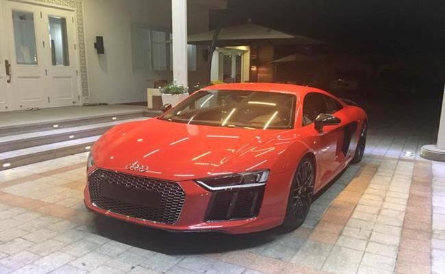 Đây là chiếc siêu xe cuối cùng mà Phan Thành tậu từ tháng 7/2016 cho đến cuối năm 2019.Tại thị trường Việt Nam, Audi R8 V10 Plus có giá bán khoảng 11 tỷ đồng.