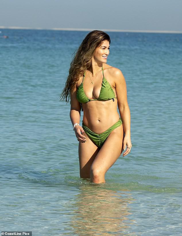 Hoa hậu Anh quá sexy, đẹp như mộng ở biển - 5