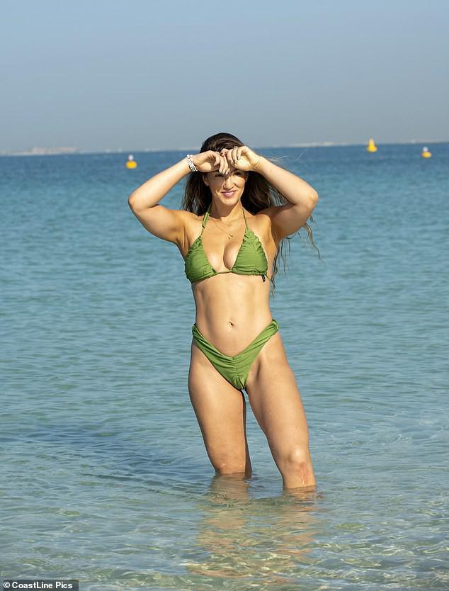 Hoa hậu Anh quá sexy, đẹp như mộng ở biển - 3