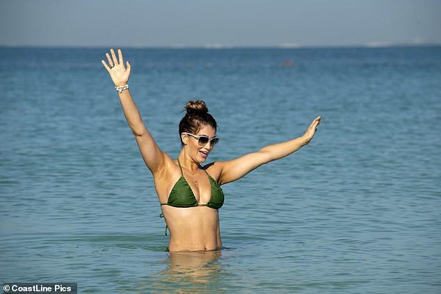 Hoa hậu Anh quá sexy, đẹp như mộng ở biển - 9