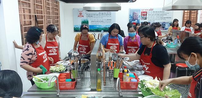 """Cơm nhà chuẩn vị với công thức từ """"Lớp học nấu ăn cùng Ajinomoto"""" - 1"""