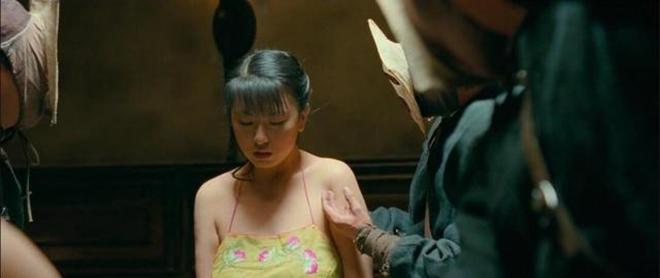 Nữ trợ lý siêu vòng 1 đổi đời nhờ khỏa thân đóng cảnh nóng chỉ vài chục giây trên màn ảnh - 1