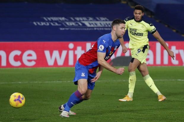 Video Crystal Palace - Newcastle: Choáng váng 2 đòn đau phút cuối trận - 1