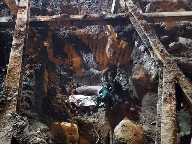 """Đào móng công trình, phát hiện bom """"khủng"""" giữa phố Hà Nội - 2"""