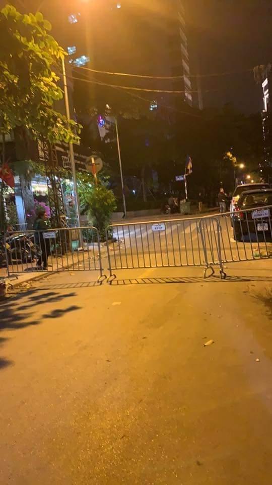 """Đào móng công trình, phát hiện bom """"khủng"""" giữa phố Hà Nội - 1"""