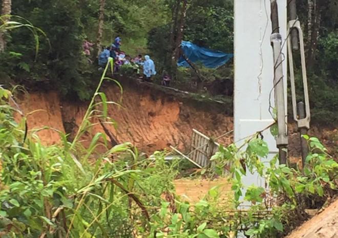 Lâm Đồng: Nước lũ cuốn trôi 4 du khách, 2 người mất tích - 1