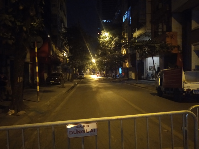 Sơ tán người dân trong đêm để di dời quả bom giữa phố Hà Nội - 1