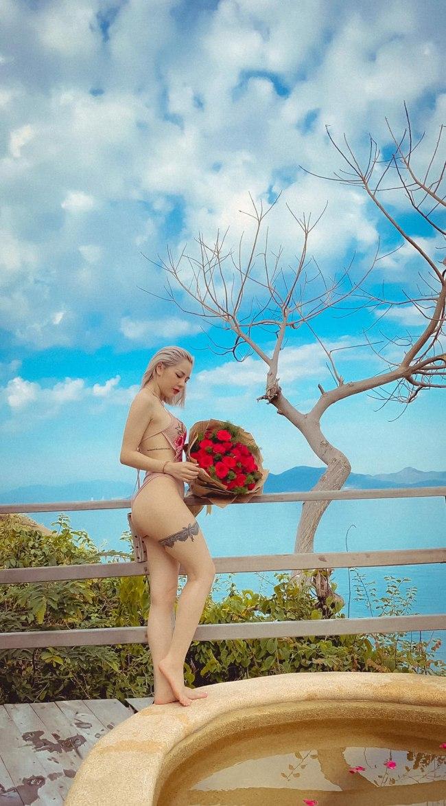 Phụ nữ là những bông hoa đẹp để tô sắc cho đời, nên chị em phụ nữ hãy biết yêu thương bản thân và làm đẹp đúng cách.