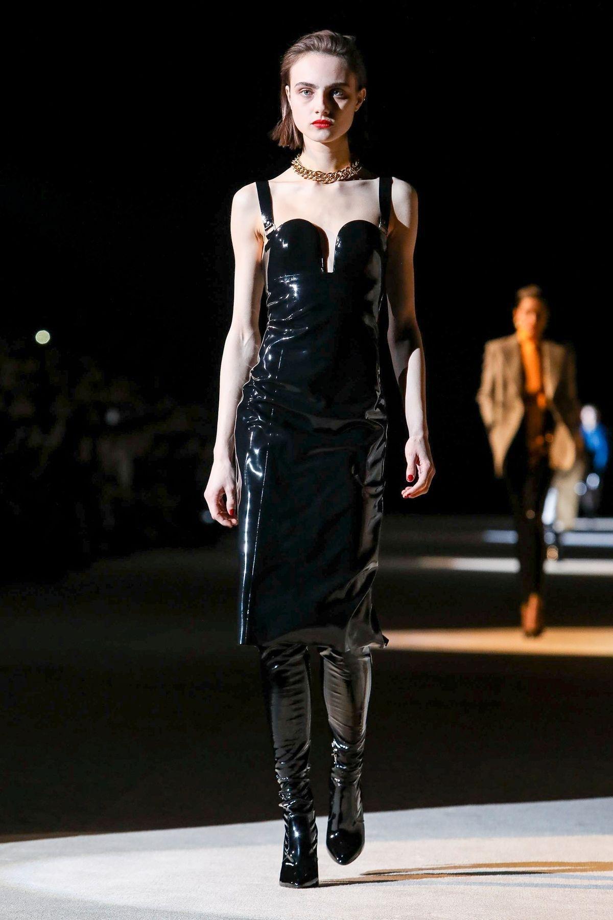 10 chiếc váy mang tính cảm hứng trên sàn diễn Thu Đông - 3