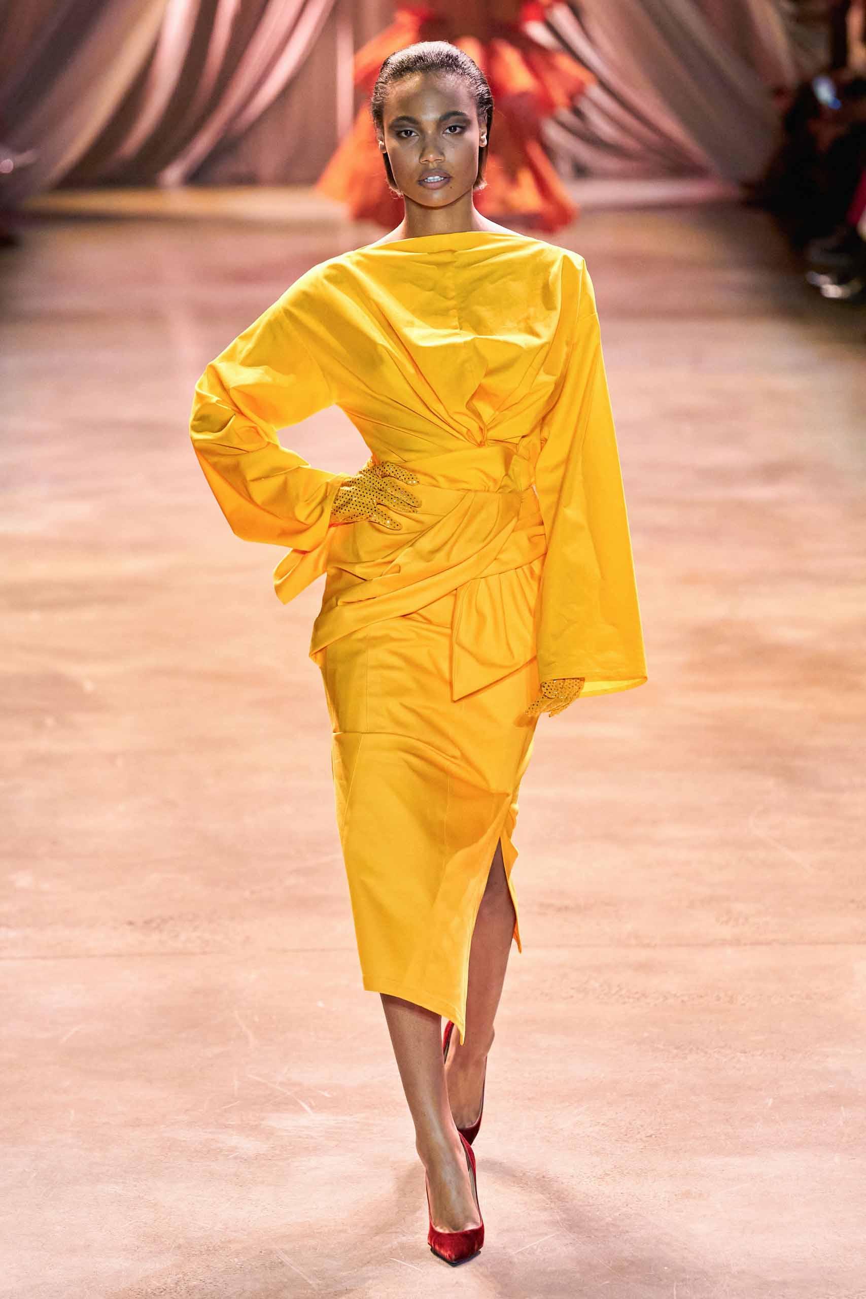 10 chiếc váy mang tính cảm hứng trên sàn diễn Thu Đông - 7