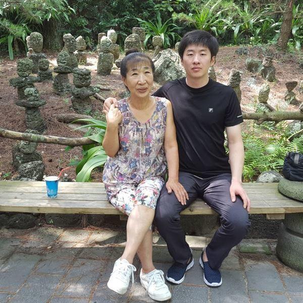 Cô dâu 73 tuổi kết hôn với trai trẻ kém 35 tuổi: Xin lỗi đã giấu tuổi thật - 1