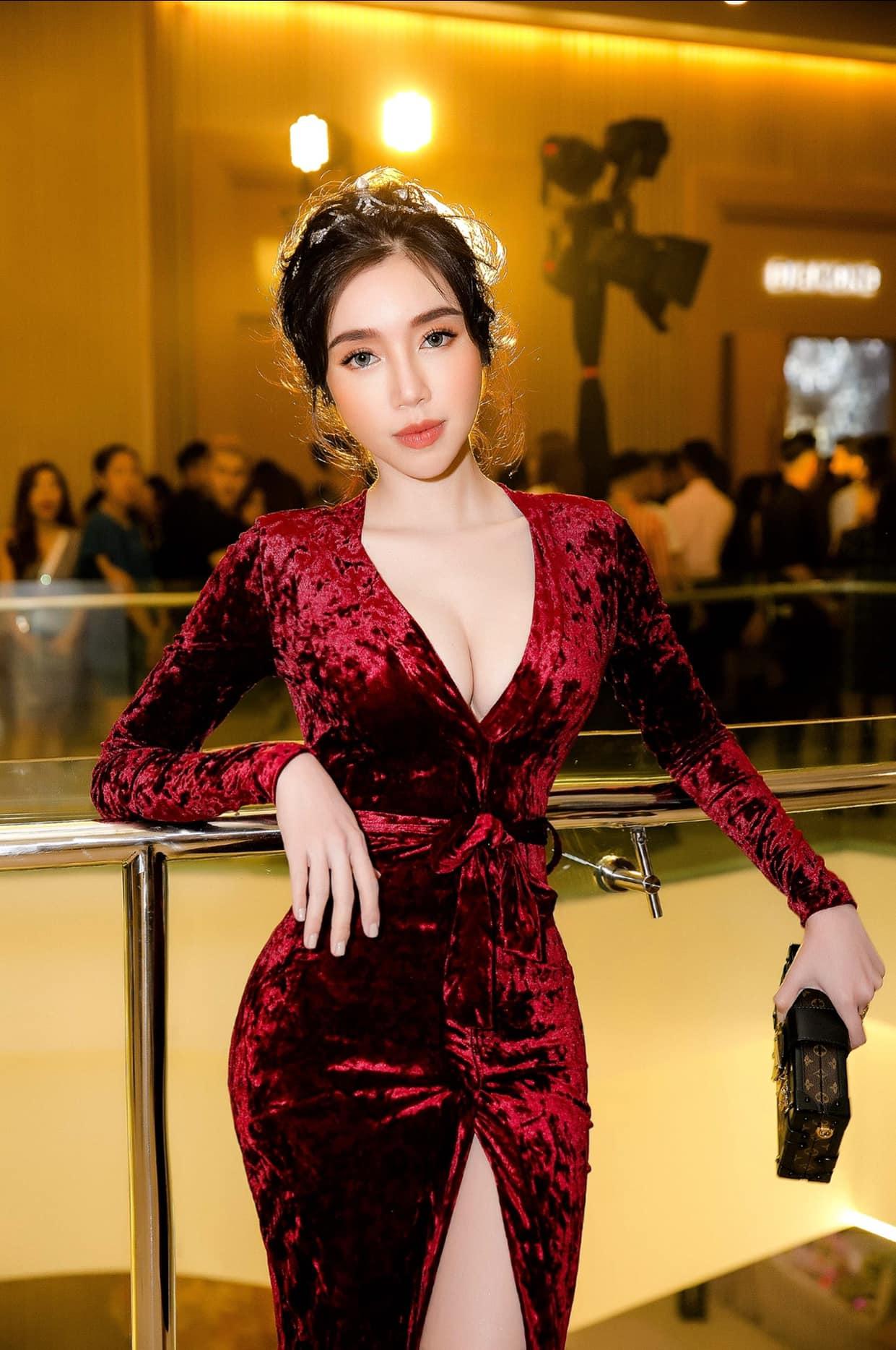 Elly Trần lấn át toàn bộ dàn khách mời với váy cúp ngực gây thót tim tôn vòng 1 đầy - 15